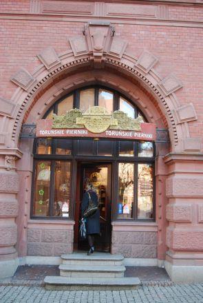 Här köper man pepparkakor, en toruńsk specialitet (affären är inrymd i Arthurshof).