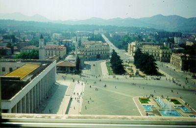 Tirana – utsikt från mitt hotellfönster.