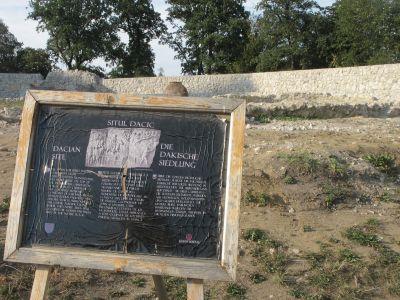 Det dako-rumänska arvet uppges vara närvarande även i Rosenau.