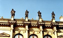 Här ses några av kompositörerna som pryder dess tak